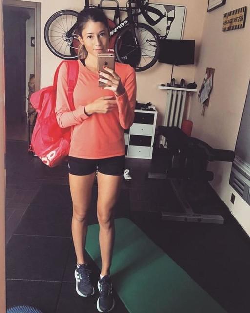 """No, non sto andando a scuola 😜😅 Sto andando a fare 50' con gli ultimi 10' in progressione (da 4' a 3'35) 😄 Da oggi sono cominciati i miei tre giorni di scarico pre-gara! Domenica alle 12 ritorno a gareggiare in pista! 😁 Purtroppo è quasi finita la stagione e sarà l'ultimo 5000... Peccato, mi sarebbe piaciuto preparare bene qualche gara """"corta""""! Magari la prossima primavera... 🙇🏻♀️#makeitreal #run #runnergirl #girl #running #runners #runner #runhappy #training #allenamento #fit #fitgirl #corsa #correre #marathon #marathontraining #trackandfield #athlete #workoutmotivation #adidas #adidasrunners"""