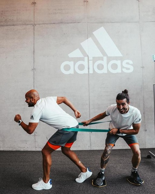 The best you can do is to train with good friends, even if you have different aims! voigti1984 is preparing for some races and me for my next surftrip! That's our way to train our different sports at the same time! • How you organize your Workouts with Friends??? Please comment below! • #adidastrainingsquad #createdwithadidas #giftedbyadidas #heretocreate #primeknit