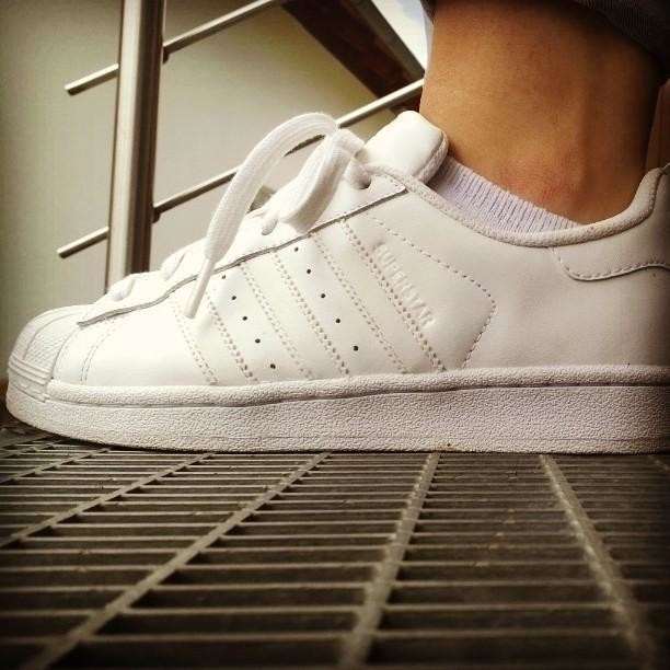 I dont know what it is that makes me feel like thisI dont know who you are but you must be some kind of superstar! #adidas #superstar #jamelia #sneakerfreak #shoelove #allwhite #wasweißistmussweißbleiben #adidasoriginals #og #picoftheday #biglove #instadaily #instagood #snkr #instasneaker #womft