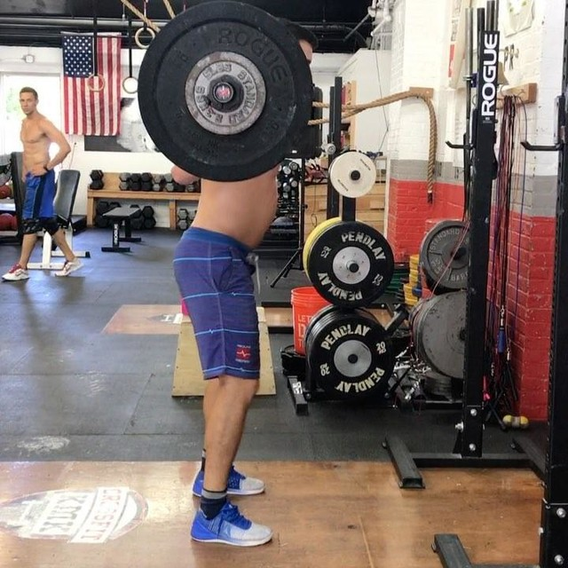 PB on the overhead squat at 275. Hang clean double at 245 and a pause snatch at 185. Not crazy numbers by any means but its progress and I really don't care what you think anyways 😂😂#crossfitkmk #squats #crossfit #fitness #redlinegear #nano7 #reebok #toetheline @redlinegr @reebok @reebokone