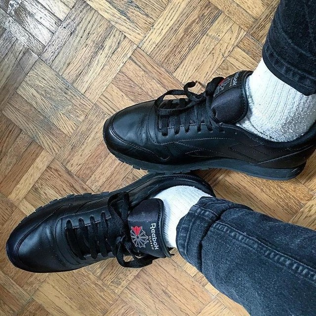 #new #reebok #reebokclassic #shoes #socks #black #withesocks @reebok