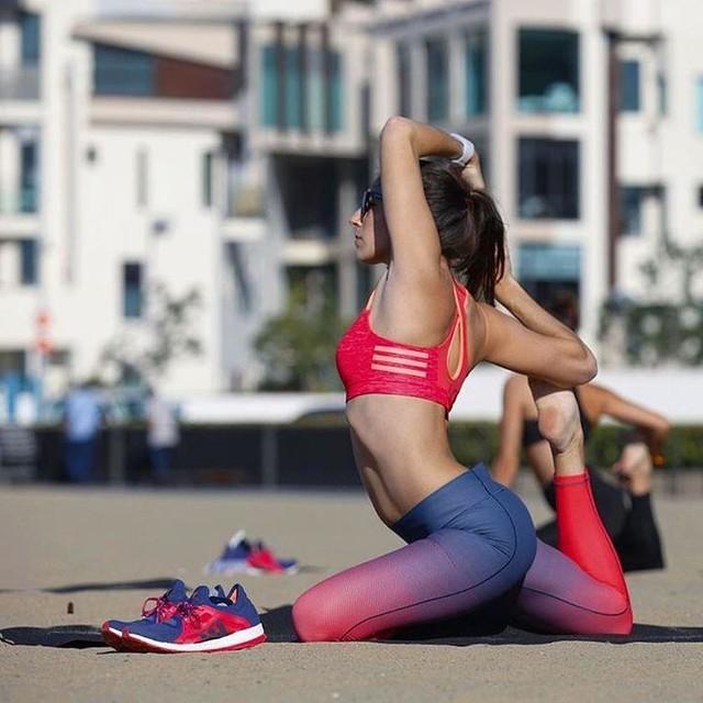 A little #beach #yoga after #running: 👌🏻. Also, I've never been flexible enough to nail this King Pigeon Pose before, despite 17 years of gymnastics. Thanks for capturing, @adidaswomen!  #pureboostx #yogaeverywhere #yogisofinstagram #yogalove #yogalife #beachyoga #yogaeverydamnday #adidas #beachlife #santamonica #yogagirl
