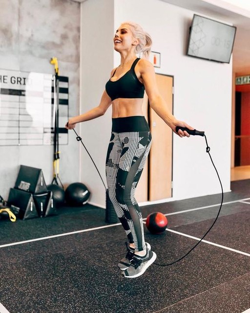 Jumping into the new week like.... 🤩🤩 _ FUN FACT: Jumping rope is one of the best forms of cardio. Just 10 to 15 minutes of jumping burns 200 calories. 😱🥰🖤 _ Perfect way to get a workout in when you're strapped for time ⚡️⚡️ _ _ _ #personaltrainer #fit #fitgirl #fitgirlza #fitmom #fitmama #fitfluencer #fitfluential #fitnesscoach #fitspo #fitspiration #fitsquad #workout #gym #cardio #mondaymotivation #workoutmotivation #jumprope