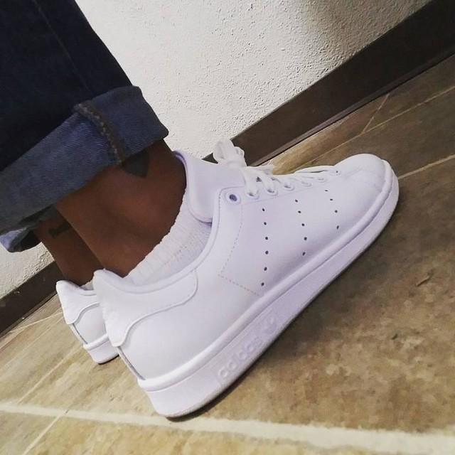 Fresh fall kicks!!! #fallinLA #whiteonwhite #adidas #stansmith #saturdayflow #runningerrands