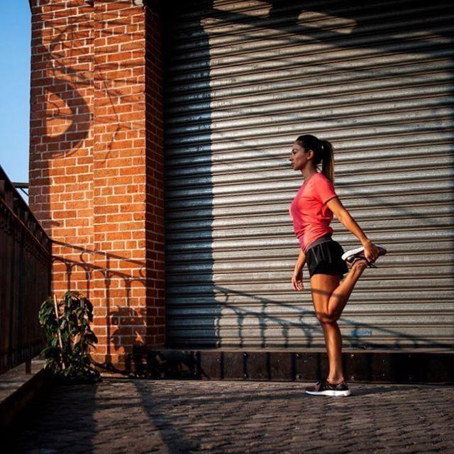 """No existe lunes en el que alguien no inicie una """"dieta"""", una nueva rutina de ejercicios o simplemente un cambio de actitud.  Los lunes son como un año nuevo, ese momento en el que nos sentimos renovados y podemos volver a comenzar. Feliz lunes!!! 💥💪🏽🏃🏽♀️🏋🏽♀️🤸🏾♀️🚴🏽♀️ #morningmotivation #Wakeup #running #Journey #fitnessmotivation #RunForFun #streatstyle #adidas #adidaswomen #ultraboostX #ShareTheBoost #3stripesstyle #FitnessCoach #NutriAle 👸🏿"""