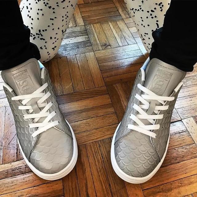 #adidas #adidasoriginal #stansmith #sneakers #originaladidas #sneakersaddict #greyadidas 👟 #grey #ecaille #poisson #adidasaddict #sneakersaddict #labase #jelesaime #dressingshoes ❤️