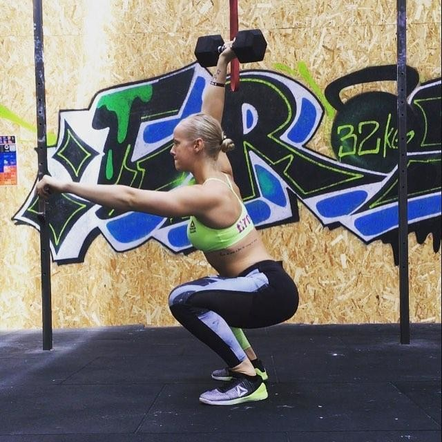 Fired up for a new week and ready to get after it 🏋🏼♀️😃🔥 #crossfit #getafterit #getbettereveryday #HWPO #workhard #beproud #reebok #progenex #neverafailure #alwaysalesson #bemorehuman #roguefitness #ryourogue #overheadsquats #dumbbell #gymlife #training #betterthanyesterday #thetrainingplan #athlete #competitor #trusttheprocess #enjoythejourney  @crossfit @thetrainingplan @reebok @reeboknordics @progenex @progenexeurope @roguefitness @rogueeurope