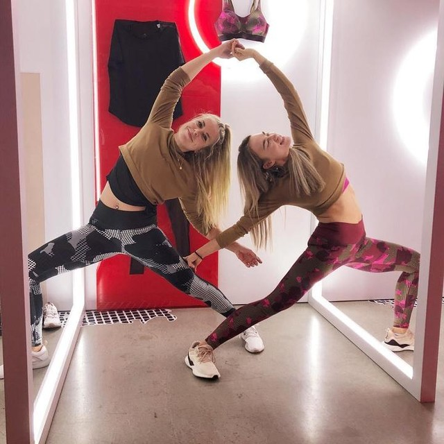 #tbt to two weeks ago 👯♀️ with diechrisch [Anzeige] happy dance at the Statement Collection event #sponsored by adidas_de #zalandostyle #heretocreate #adidaswomen . . . #melissaexner #melissaexneryoga #yoga #yogaeveryday #mindfulfitness #fitness #fitnessmotivation #yogamotivation #yogainspiration #training #stretch #workout #dancer #fitgirl #fitlife #healthylifestyle #yogaig #instayoga #yogaguide #yogaberlin #berlinyoga