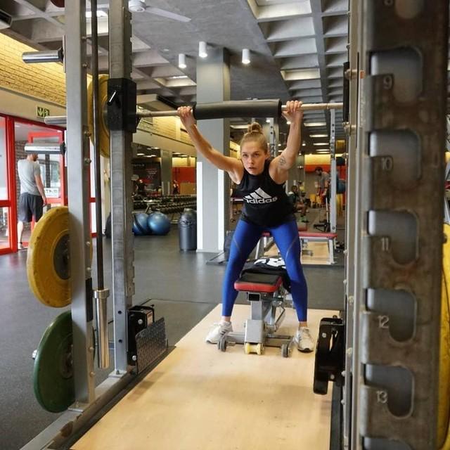 Getting ready for the next set! 💪🤨 @adidas_de #adidas #teamadidas #teamlueckenkemper #heretocreate #creator #neverdone #gymsession #weights #gym #puttinginthework