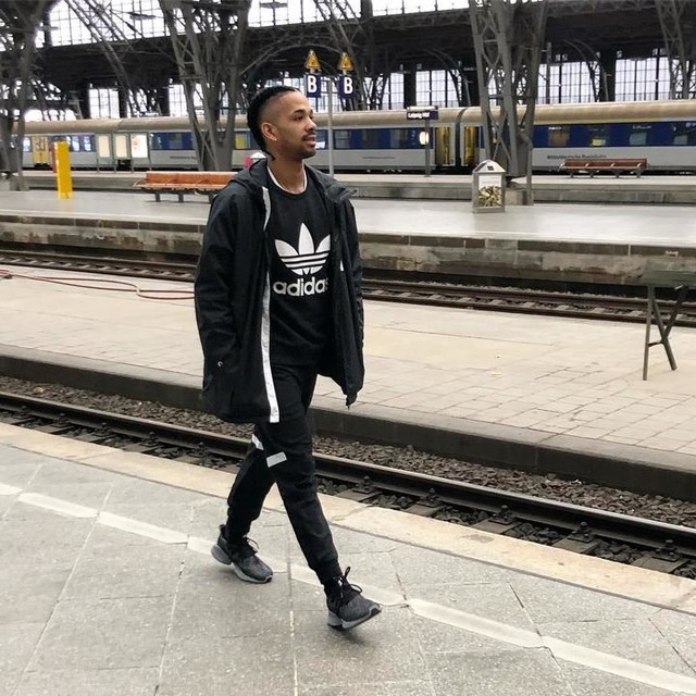 ACHTUNG: Bahnsteig 1, ein junger Mann (ca.1,90m groß) wurde in ADIDASWND Bekleidung gesichtet! BITTE Vorsicht 😎  adidas  #adidaswnd #adidasathletics #createdwithadidas