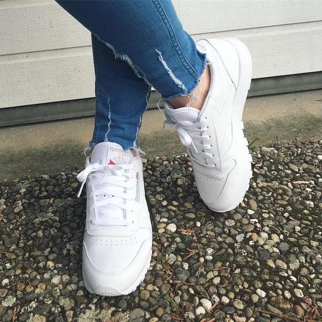 #tuesdayshoesday - oh ich ♥️meine neuen #reebok Sneakers jetzt schon - so bequem und schön - definitiv Teil vieler #frühlingsoutfit s diesen #frühling #shoeporn #sneaker #sneakerholics #sneakergirl #metoday #fashionblogger_de #outfitblogger #outfitinspo #outfitinspiration #schuhe #whitesneakers #weiss #jeanslovers #dailypost #dailylook #fashiondiary #hundm #handm #hmstyle #reebokclassic #reebokshoes #streetstyle #streetstylegermany #germanblogger #beautyblogger_de