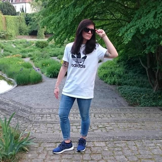 Hä 🤔 🤔🤔 ⬇langes Wochenende 😱😎👌✔🔝 (Anzeige-wegen Markenerkennung)  #würzburg #readyfortheweekend #spring #fashion #streetwear #summeriscoming #adidas #adidasoriginals #streetlook #nicedassdudabeibist #streetfashion #adidasultraboost #bluejeans #park #nature #pic #photo #picture #tattoed #sunglasses #instafashion #mystyle #lifestyle #skatestyle #skategirl #outfit #weekend  #würzburgcity #outfitpost #3stripesstyle @adidas