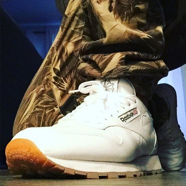 Thank you @reebokclassics and @journeysshoes for taking me back with cardboard/linoleum classic. Someone gimme a funky beat to rock to! #soclassic #throwback #kendricklamar #reebok #reebokclassic #gumsole #whiteleather #classicleather #myjourneys #wannabattle