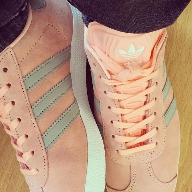 J'ai sorti les couleurs de fille 😍 #gazelle #adidas #basket #sneakers #sneakersaddict  #new #love #pink #grey #basketshoes #shoes #instashoes