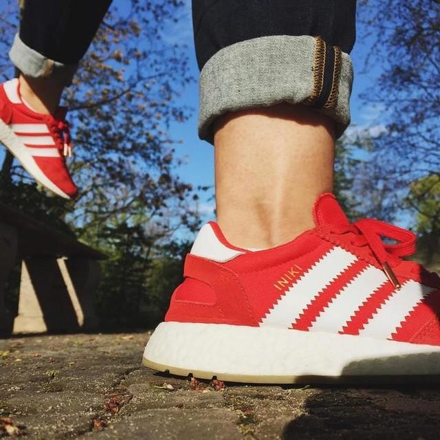Traveling with my beloved iniki 😂  #iniki #berlin #adidas #sneakers #sneakerhead #adidasboost #traveling