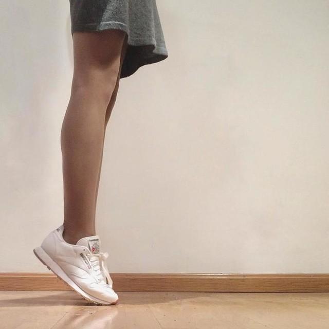👟 #sneakers #sneakerholics #reebok #reebokclassics #whiteshoes #shoes #kicks #instakicks #ootd #outfit #grey #white #minimal #pic #fashion #style #igerszgz #instazgz #igers #bestoftheday