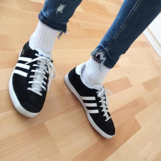 Adidas Originals Kids Gazelle 2 Youth Vivid Red Legend Ink White