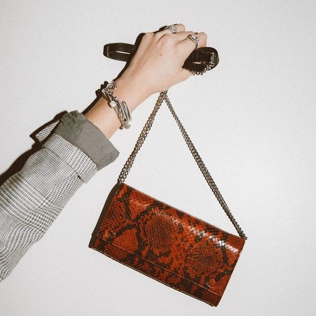 whocares.whatshewears - Darlina Chain Leather Wallet