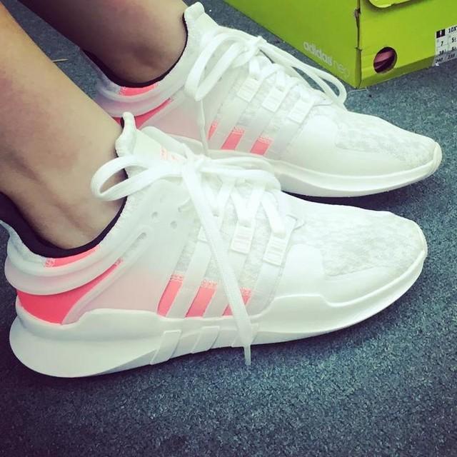 #eqt #adidas #sports #sneakers #shockingpink #white #好感動搵到我個碼啦 #幾時先好天可以著白鞋出街 #sportylook #casual #summer
