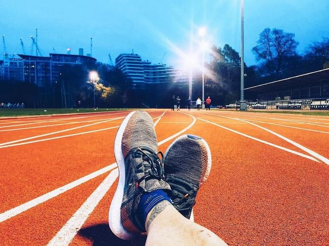 Track session last night was 🔥 4x400m at 10K pace + 3 x (600m at 5K pace + 30sec rest + 200m acceleration) + 4x400m at 10K pace /// #pureboost #pureboostgo #adidasrunners