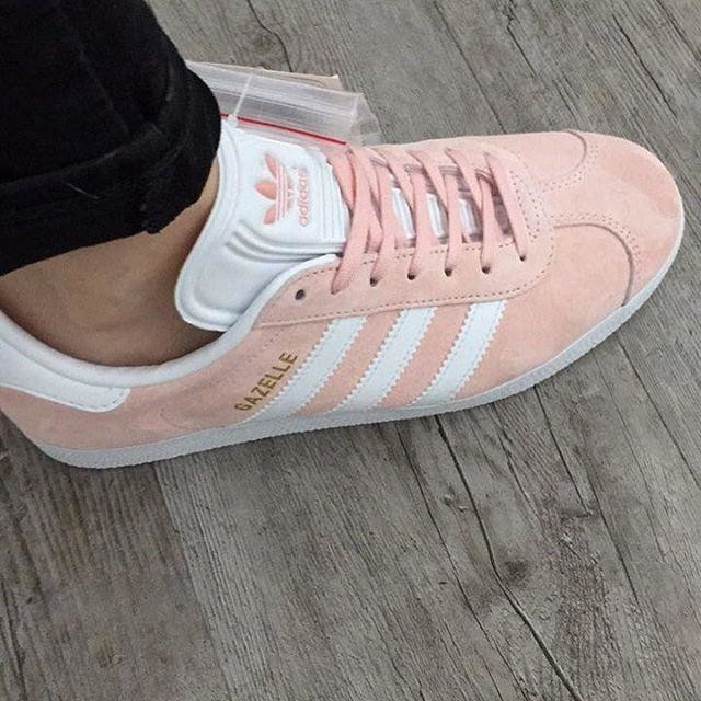In love ❤️ • • • #adidas #adidasgazelle #gazelle #pink #pastelpink #newshoes #sneakers #trainers #3stripesstyle #3stripe #shoes #footwear #adidassneakers #adidassneaker #inlove #aritzia