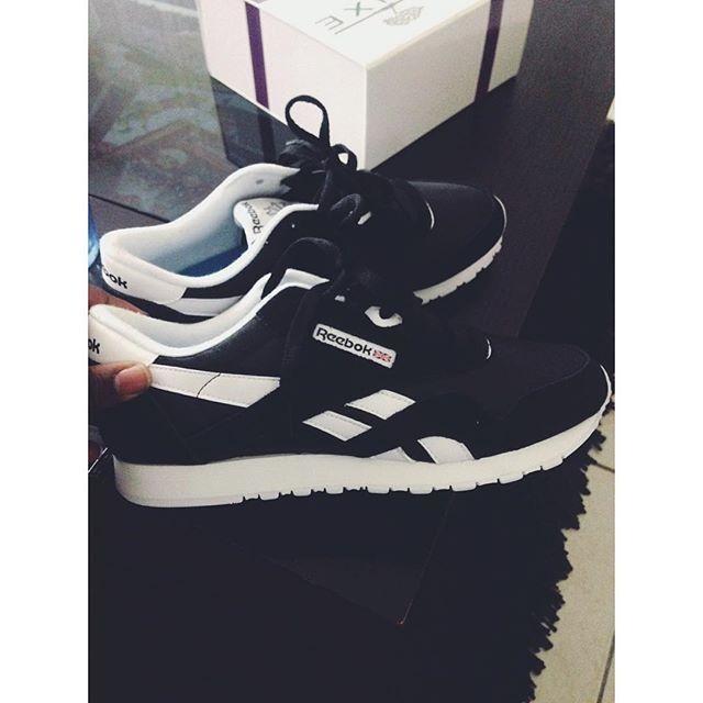 #shoes#reebok#noir#classic#nylons# j'aime trop c'est shoes 😍😍