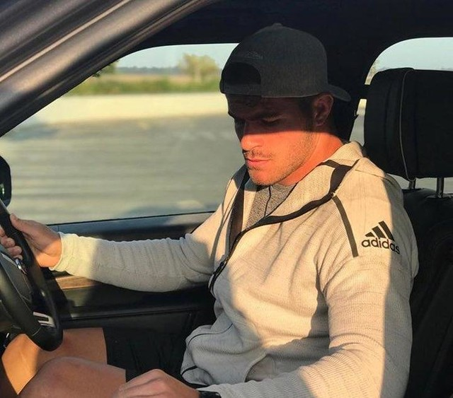 The Primeknit Z.N.E hoodie is so comfortable and a go to item for all travels.  #36hrsonthemove #ZNE https://t.co/IkKRgPm8Gd