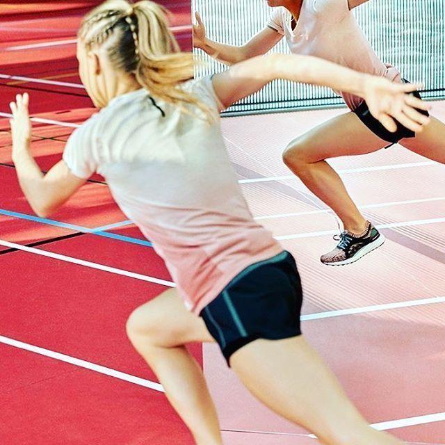 Greater Every Run 🔥🔥🔥 Kobitki, #ultraboostx to but specjalnie dla nas, zaprojektowany specjalnie dla kobiet, przez kobiety, idealnie dopasowany do naszych zgrabnych stóp 🙈😘 Podwójna energia 🤸♀️ #nowosc#fashion#gym#trener#trenerpersonalny#trenerbiegania#trenerka#beauty#pokaz#adidas#top#model @adidas_pl @adidasrunning