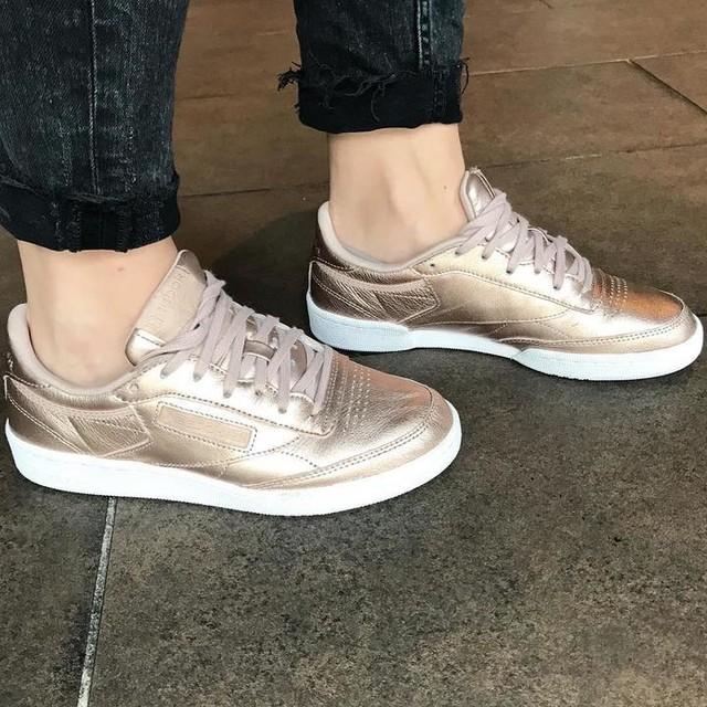ZOOM sur les petits nouvelles de chez @reebok 😍 Des baskets rose gold, féminines & confortables pour cet automne 👌🏻! #reebok #sneakers #rosegold #rose #gold #shoes #shoesaddict #girl #girly #feet #beautiful #inlove #gift #automn #france #instashoes #new #newin