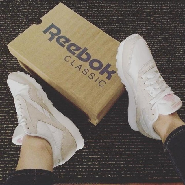 Fresh out the box. It's a #Classic #Sunday. 👟  #thisISclassic #sheISclassic #reebok #reebokclassics #reebokclassic #classicnylons #classicnylon #kotd #whiteshoes #sneakers #instakicks