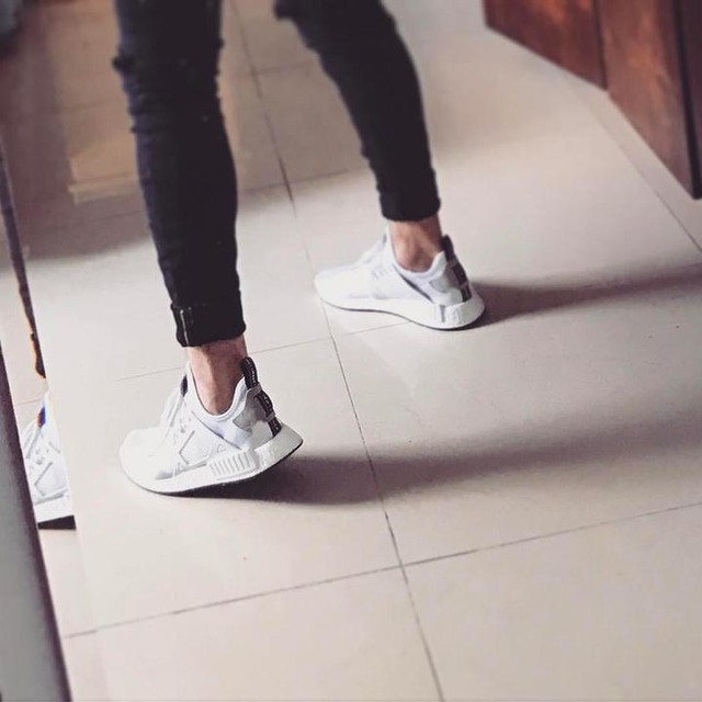 In Love with this shoes. Haha #3stripesstyle #adidas #adidasnmd #nmd #adidasnmdxr1 #shoes #sneakers #white #styleinspiration #branco #tenis #photooftheday #photography #instagood #instadaily #look