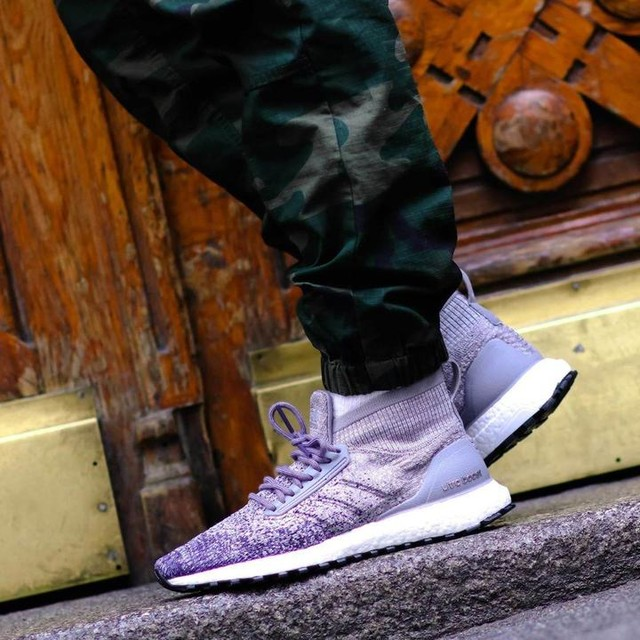 The combination of comfort and toughness. Superior traction like winter tires for your feet. The adidas Ultra Boost All Terrain in grey/noble indigo is available in store and online now. 🌧️🌨️🏃‍❄ ⠀⠀⠀⠀⠀⠀⠀⠀⠀⠀⠀⠀⠀⠀⠀⠀⠀⠀⠀⠀⠀⠀⠀⠀ #adidas #ultraboost #footdistrict