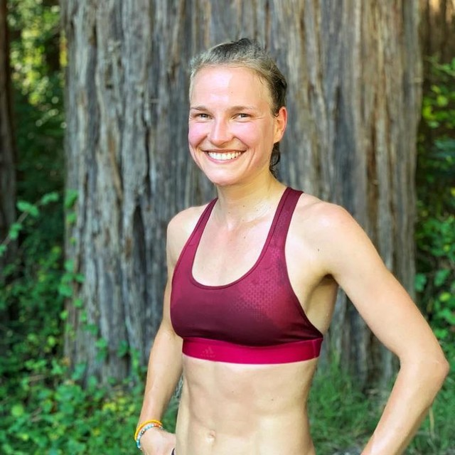 Happy me after a good training 😃 Yesterday we discussed in our international training group gestures and their different meaning in different cultures. One thing that is universal is a smile on your face. Everybody in the world not only understands that, but also reacts. Smiles are catching, aren't they?  #hahnertwins #lisahahner #trainingcamp #newzealand #runwithasmile #marathon #training #team #sccberlin #heretocreate #marathon