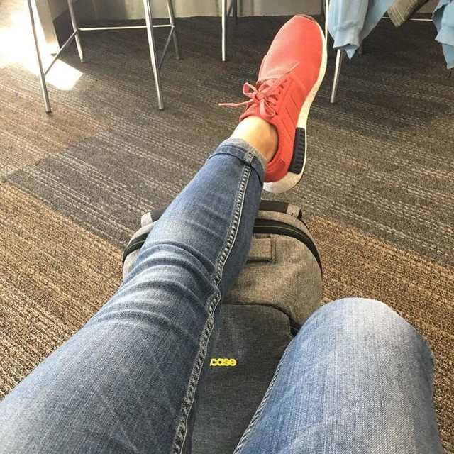 Y si me vuelvo hippie? 🤔😋😝😃 #backhome #backtowork #travel #vacationsend #happy #goodvibes #airport #nmd #adidas