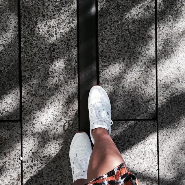 Walk the line. #highline #nyc #reebokclassic #oldrails