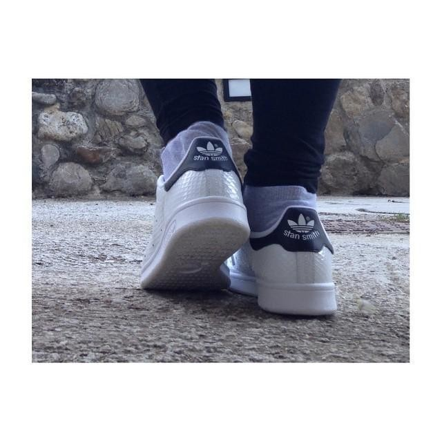 Stan Smith 😍👟 #shoe #newshoes #adidas #stansmith #black #white #pitonate #lovely #cool #fashion #top #beautiful #swag #likers #like4like #l4l #likeback #alwayslike #tagsforlikes #followme #followback #follow4follow #solocosebelle #scarpinebelle #regalialtop