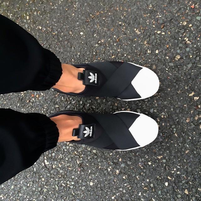 | Rainy Monday Morning Mood 💀#blackandwhite #adidasoriginals #superstar #adidaswomen #ootd #womft #bnw #minimal
