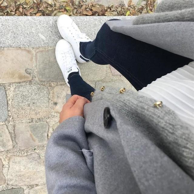 Look du jour, juste avant la pluie et beaucoup de gris 🙈 (et le retour au boulot aujourd'hui après deux semaines .... dur 😒) #whatimwearing #todayimwearing #lookoftheday #ootd #fashion #outfit #fromwhereistand • Manteau Hodisse ref : 6029585  #BettyLondon @spartoogram • Gilet #sezane #sezane_paris • Blouse #promod #brandalley • Jeans 710 innovation #levis • Baskets #stansmith