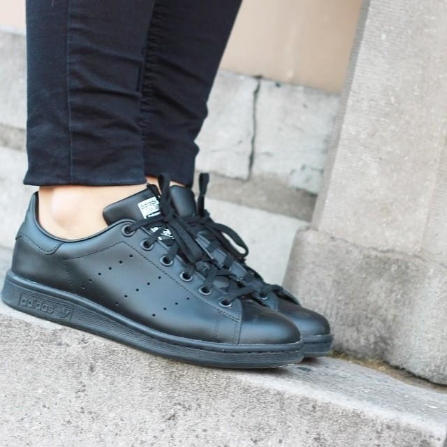 #stansmith #adidas #outfit #ootd #allblack #black #allblackeverything #sneakers #blogger #bloggerfb #todayimwearing