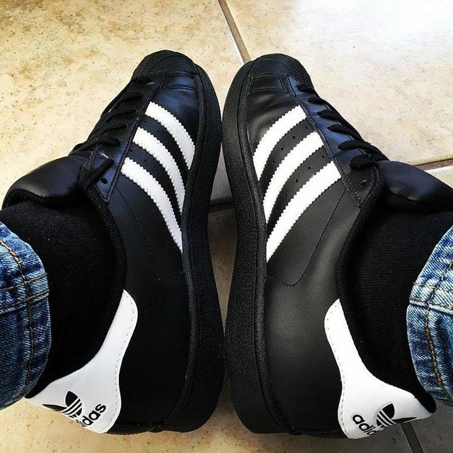 adidas black superstar