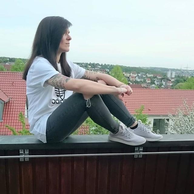 Enjoy Life 😊💕 (Anzeige wegen Markenerkennung)  #würzburg #würzburgcity #fashion #adidaspwhu #adidas #adidasoriginals #überdendächern #skatestyle #streetstyle #girlwithtattoos #picture #girlwithbrownhair #girl #streetlook #tattoos #skatestyle #skatefashion #pic #photography #rippedjeans #photo #picture #outfitoftheday #pictureoftheday #tuesday #lifestyle #3stripesstyle #inked @adidas