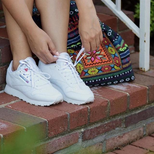 My weekend starts now 😉 👉🏻 Check my InstaStories to see how @mau_cuevas_armandhugon made the #floorislava challenge. 🙈 . . . #mariestilo #shoesoftheday #fashionblogger #dcblogger