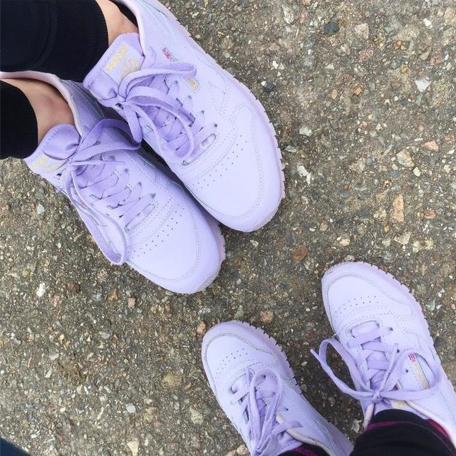 When you think your kid sneakers are way to cool❤👌🏻 it's good you have small feets 😝#sneakers #reebok #reebokclassic #purple #sneaks #fashion #sneakerslover