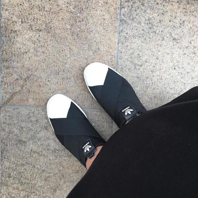 Walk with me 🚶🏻♀️ #adidassuperstar #shoes #shoestagram