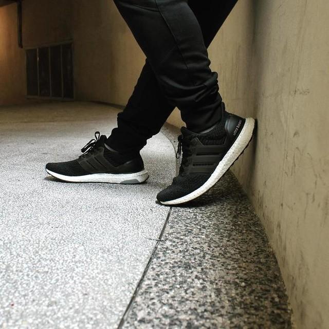 "Rocking @adidas 's UB 3.0 Core Black... ""Best Running Shoe in the world"" comfy level 💯💯💯🔥🔥🔥 #boost and #primeknit upper . . . #sneaker #adidas #adidasoriginals #fashion #style #streetwear #shoes #sneakercon #kickstagram #kicksonfire #sneakerhead #hypebeast #sneakernews #kicks #urbanjungle #nicekicks #nicekick #hypebeast #boostvibes  #trend  #icreatemyowntrend #ootd #3stripestyle #ultraboost3.0 #ultraboost #hskicks #BoostMY #adidasMY"