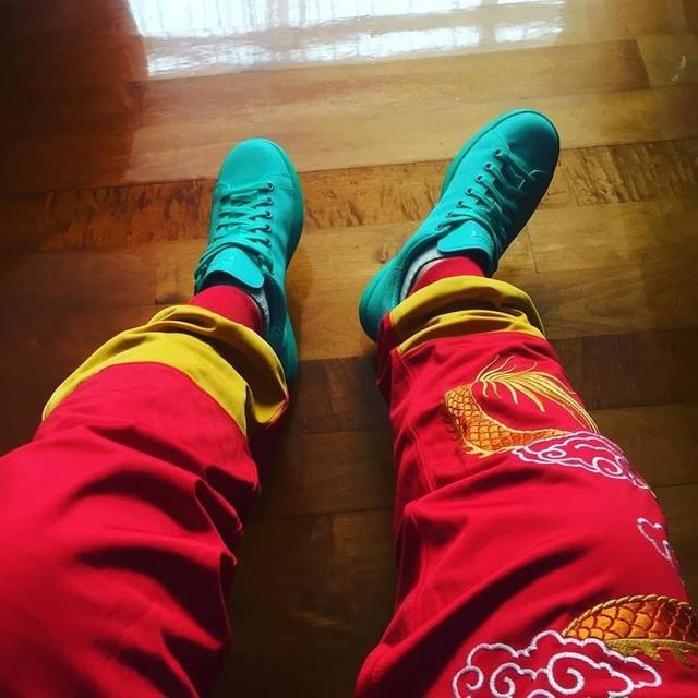 大年初一著新鞋踩小人🌝加平均一年著一次次既褲😁 #撞到bangbang聲 #adidasfullgear #stansmith