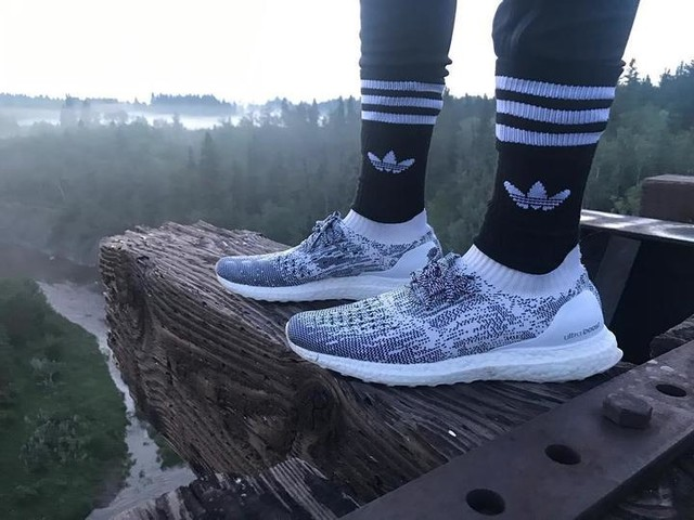 High up Ultra Boost ••••••••••••••••••••••••••••••••••••••••••• #adidas #uncaged #ultraboost #3stripesstyle #onfeet #sneakers #sneakerhead #clouds #comfort #bridge #high #view #photography