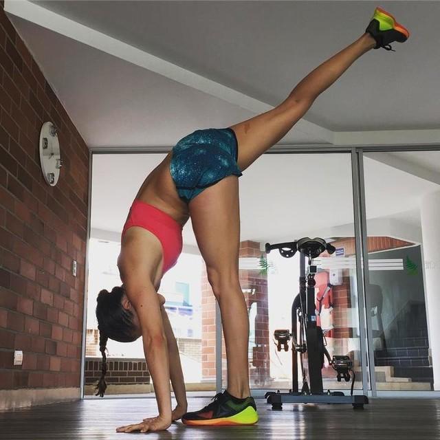 Palms on the floor🖐🏽🤚🏽🙆🏼 #stretch #flexibility #stronger #workout #flexible #livebetter #feelbetter #girlswhoworkout #fitgirl #healthy #livelife #lovelife #workhard #trainhard #workoutmotivation #inspiration #fitness #fitlife #progress #reebok #shoes #trainingshoes #nano7 #progressnotperfection