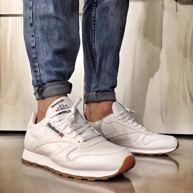 S/O to my lovely Mrs @jenschonfeld for supporting my sneaker addiction with copping the @reebokclassics. #reebok #reebokclassics #classicleather #gumsole #reeboksa #sneakerhead #shoegame #pinroll #fashionista #dapper #localkicks #sakicks #diaryofasneakerhead