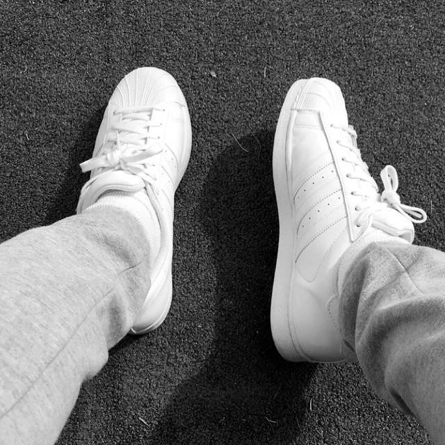 white superstar adidas